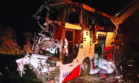 El peor accidente en lo que va del año deja 17 muertos y 18 heridos