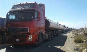 Más de 200 camiones perjudicados por bloqueo en carretera a Desaguadero
