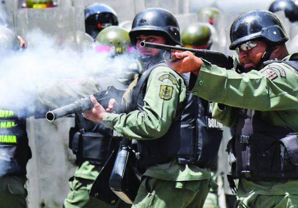 Policía dispersó con gases una protesta opositora en Caracas