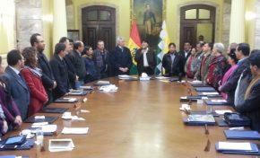 Evo Morales felicita a comitiva que viajó a Chile y dice que ahora el mundo sabe el trato que recibe Bolivia