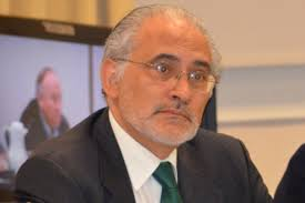 Mesa anuncia que votará nulo y sugiere debate para reformar la Constitución