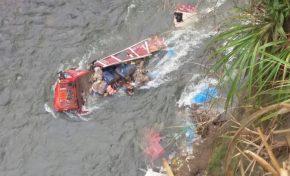 Embarrancamiento en el camino a Caranavi deja dos muertos