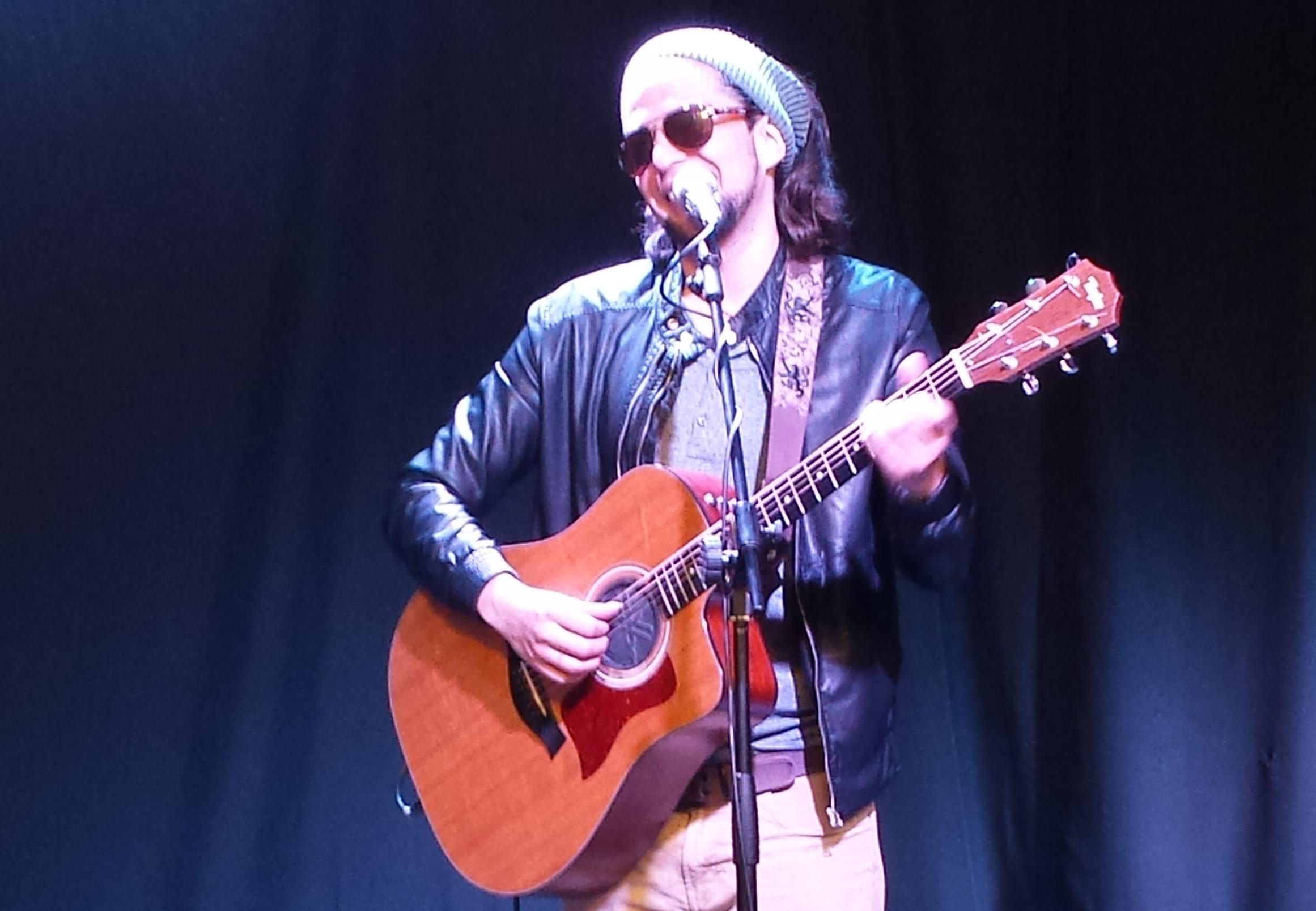 """El cantautor Rodrigo Rojas regresa a Bolivia para estrenar su disco """"Arena"""""""