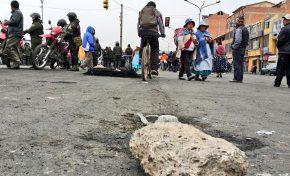 Bloqueos en la ciudad de El Alto persisten a pesar de operativos por parte de la Policía