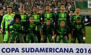 Dos de 22 jugadores del club Chapecoense sobrevivieron al accidente aéreo