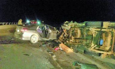 Una colisión frontal de autos deja un fallecido en la carretera Oruro - Potosí