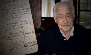 A sus 97 años, Juan  Flores está activo en las redes sociales