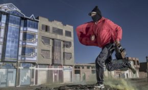 ¿Por qué en Bolivia los limpiabotas se tapan la cara con pasamontañas?