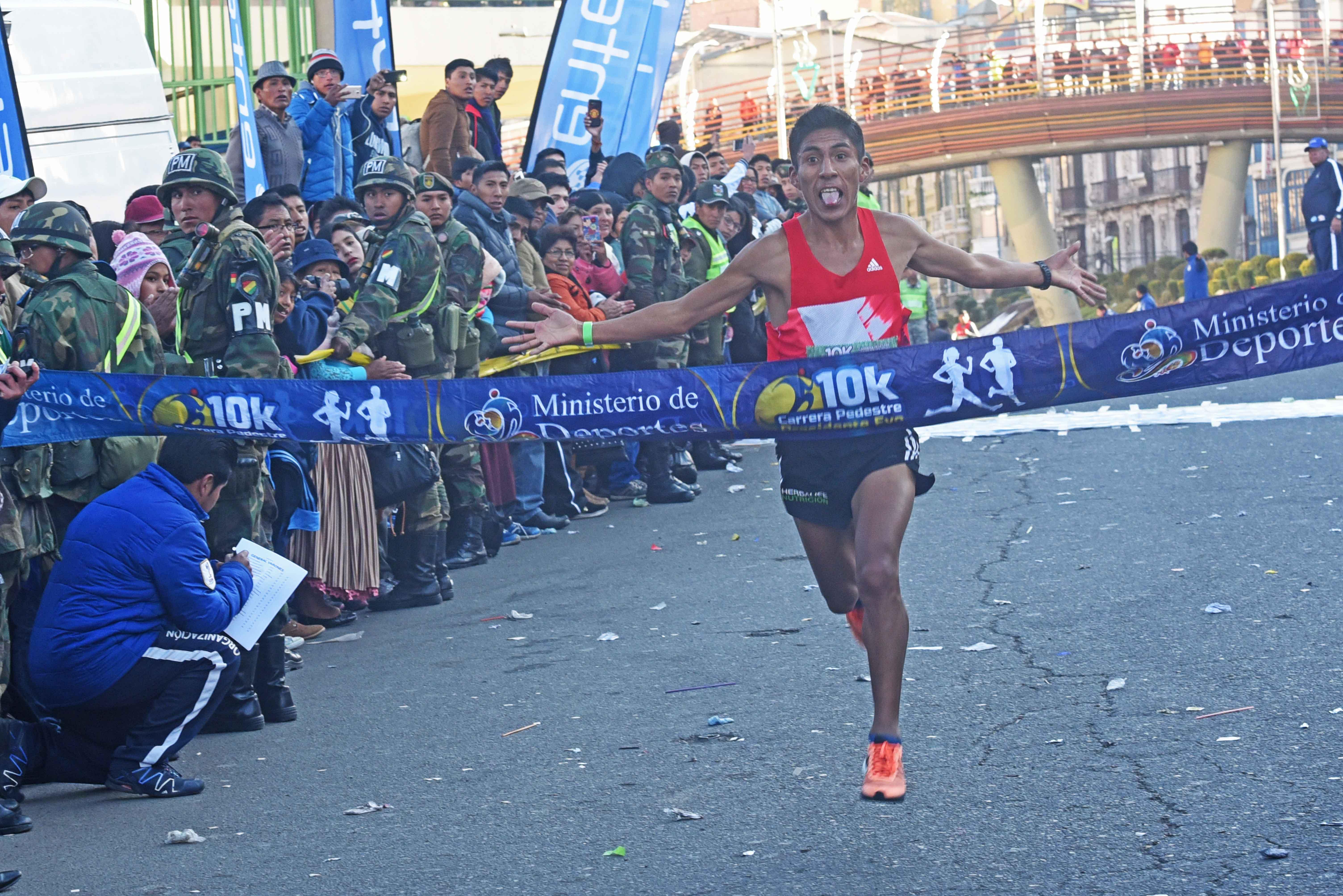 Cochabambinos triunfan en carrera 10K de La Paz