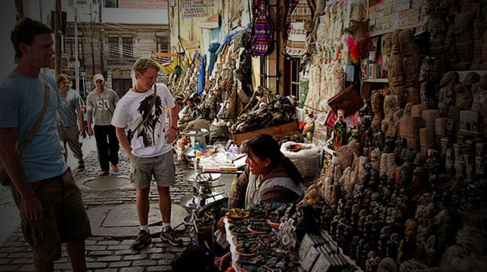 Inician el mes de la Pachamama con 12 ofrendas en la Calle de las Brujas