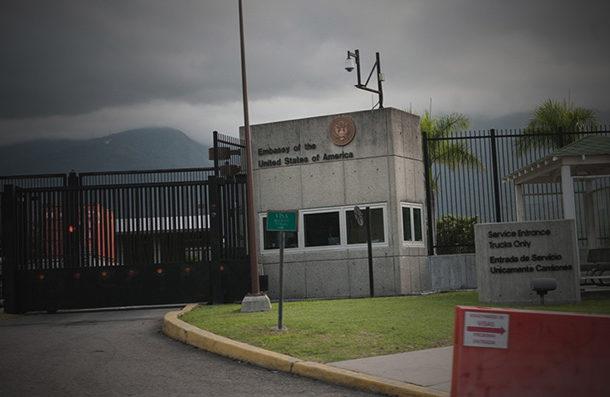 EE.UU. ordena salir de Venezuela a las familias del personal de su embajada en Caracas