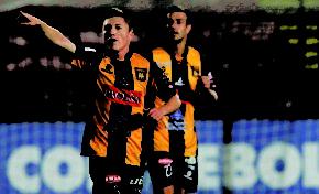 Chumacero retrocede y vuelve a mirar a Independiente