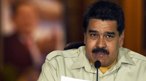 Otorgan premio a Nicolás Maduro por su esfuerzo a la democracia