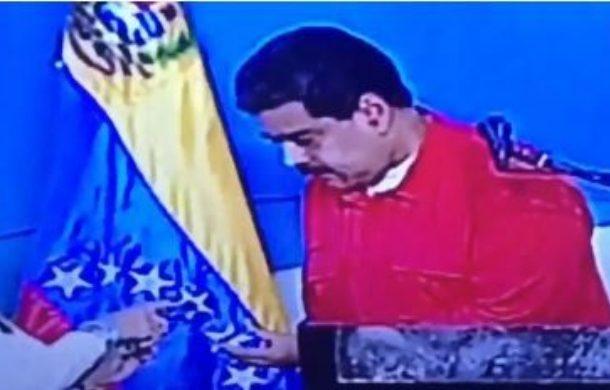 """El papelón de Maduro y su Carnet de la Patria en la votación: """"La persona no existe"""""""