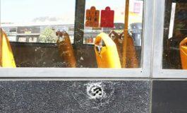 Bloqueadores apedrean a un bus Pumakatari