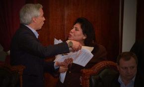 Norma Piérola y García Linera protagonizaron forcejeos en la Asamblea Legislativa