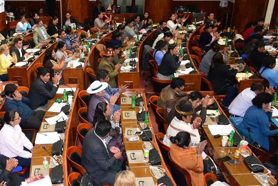 Asamblea eligió a los 96 candidatos que irán a las  elecciones judiciales