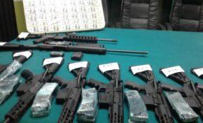 Policía desarticula red de tráfico de armas en Santa Cruz
