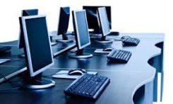 Capacitación en lenguaje informático para jóvenes en el centro de información en Cotahuma