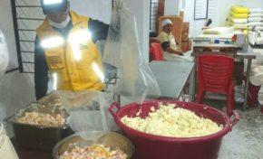 Decomisan alimentos en mal estado en la Max Paredes