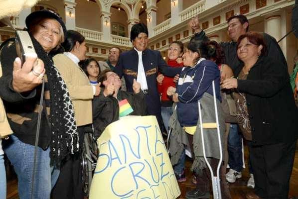 Evo Morales promulga Ley de bono de 250 bolivianos para personas con discapacidad