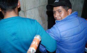 Periodista y 40 personas continúan detenidas por destrozos de propiedad municipal