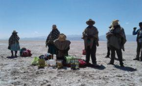 Urus realizan ritual para que el lago Poopó vuelva a ser como antes