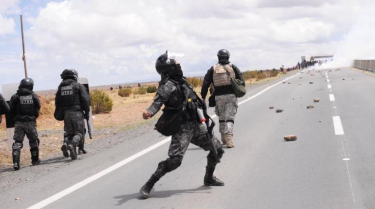 Policía herido en Achacachi fue condecorado