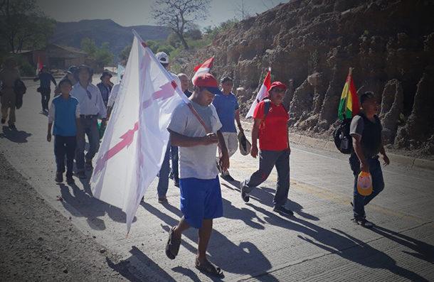 Cívicos del país marchan a Sucre contra recurso sobre reelección