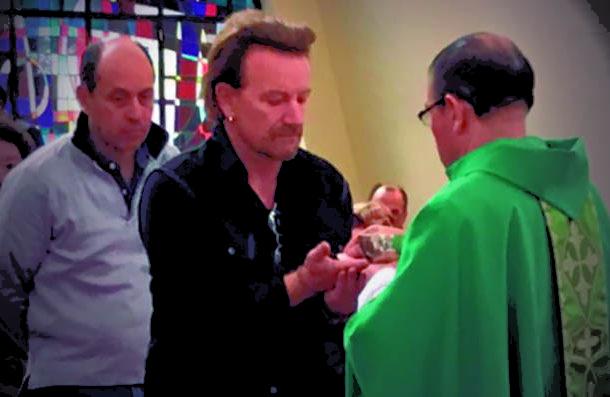 "La ""sorpresa"" de Bono (U2) a los feligreses de una parroquia en Bogotá"