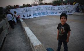 Recordaron a la guerrillera Tania y están en contra de la construcción de la represa Rositas