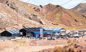Comunidades afectadas por la minería recibieron tanques para cosecha de agua en Oruro