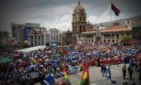 Marcha por repostulación llenó calles y vació oficinas