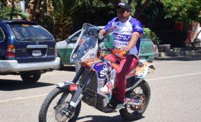 Nogales parte en su moto rumbo a Lima para competir el Dakar 2018