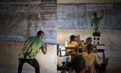Un profesor de África enseña Word a sus alumnos ¡sin computadora!