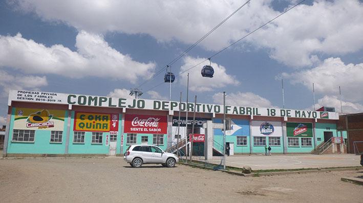 Fabriles cierran complejo deportivo en El Alto por mala administración