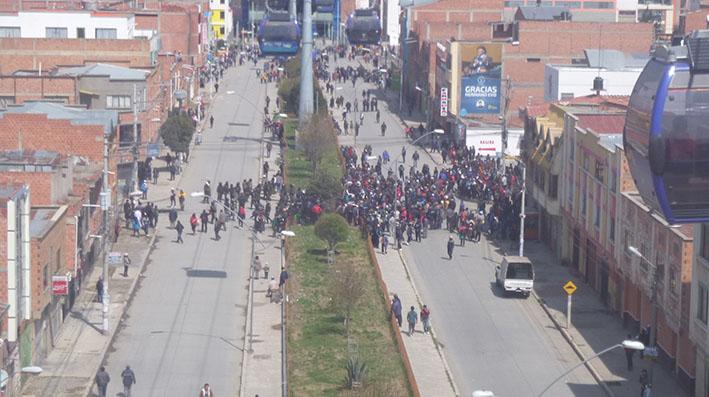 Conflicto por rutas en el D-5 de El Alto se agudiza