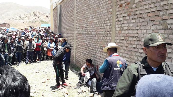 Apedrean y queman vivos a dos jóvenes acusados de robo en Potosí
