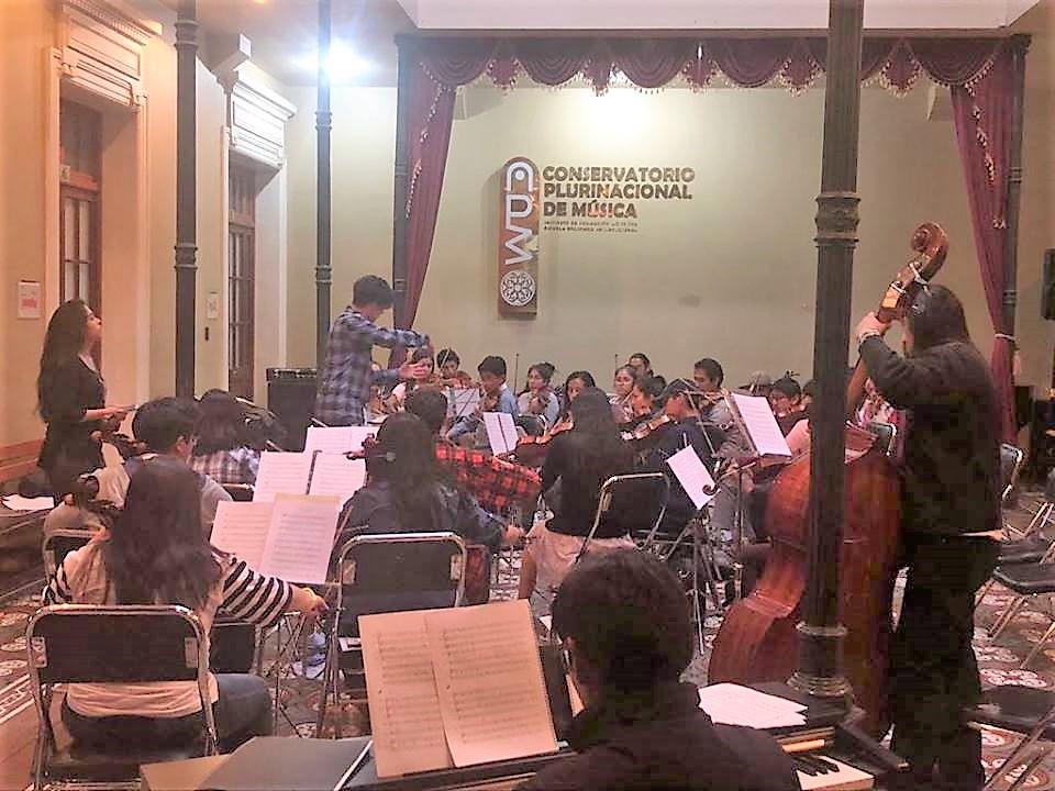 La Orquesta Sinfónica Juvenil del Conservatorio rinde homenaje a músicos bolivianos que fallecieron este año