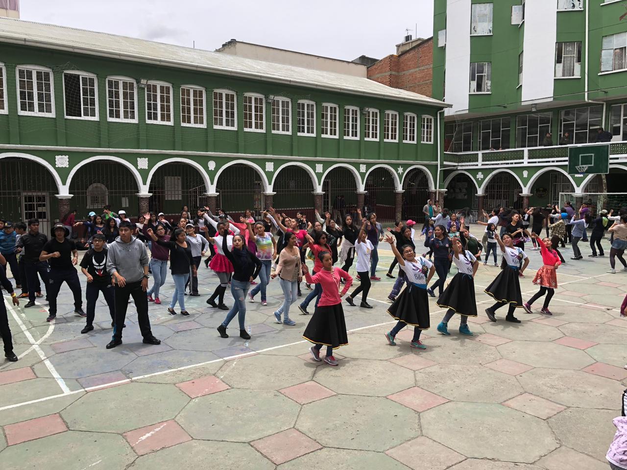 Por afluencia de gente, trasladan clases gratuitas de caporales a la FELCV