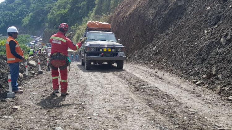 Rehabilitan el tránsito vehicular en la zona del deslizamiento a siete días de la tragedia
