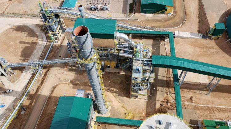 Evo anticipa que emitirá una norma para el uso de cemento boliviano