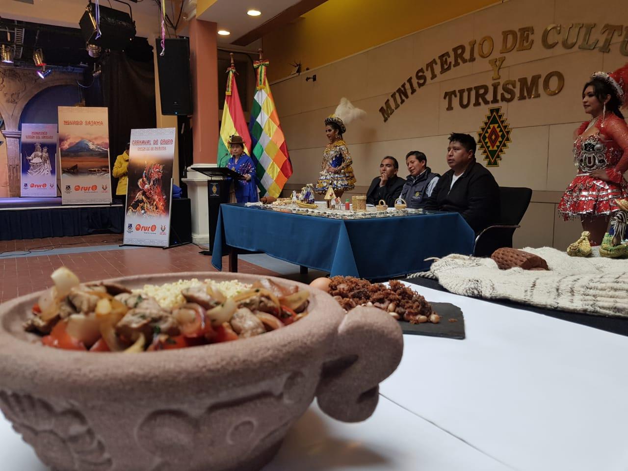 La feria «Oruro es mucho más» expondrá platos típicos, danzas y destinos turísticos