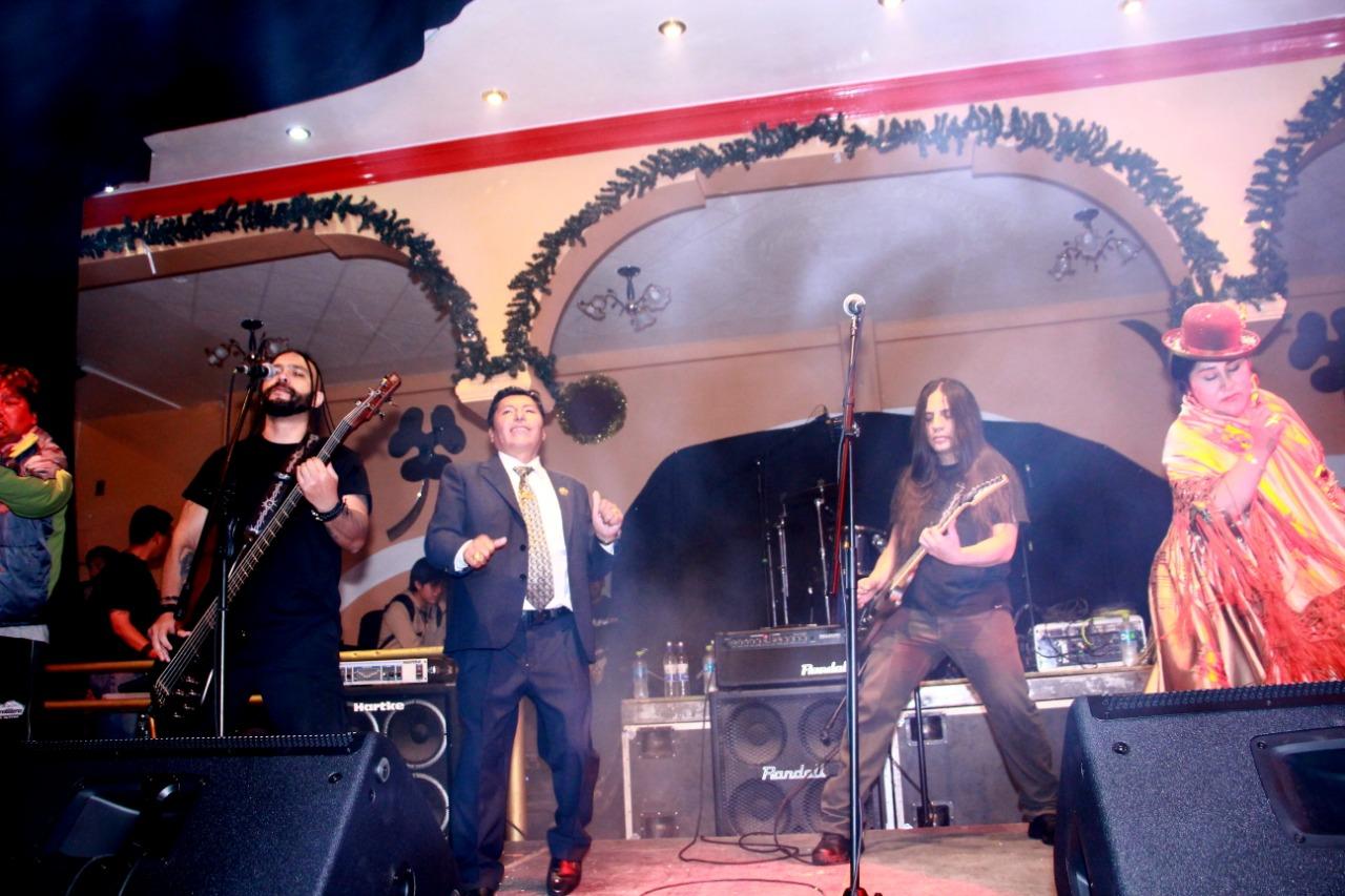 La banda de rock Alcoholika L.C. se robó el show en la velada cultural de la morenada Cordillera con Altura
