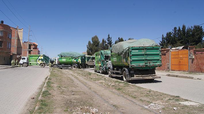 camiones recolectores de basura bloquearon la avenida Arica