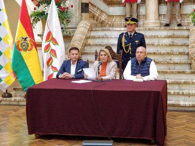 La presidente Añez abrogó el decreto que ordenaba la presencia de las Fuerzas Armadas en movilizaciones