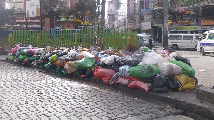 Conflicto no permite el recojo de basura en varios distritos de El Alto