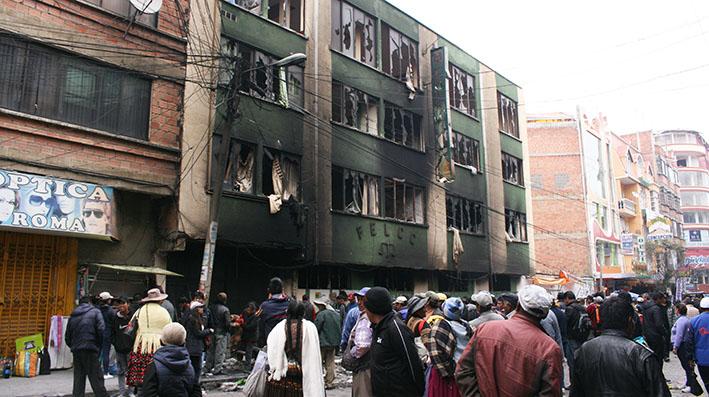 Importantes unidades policiales fueron quemadas y saqueadas en El Alto