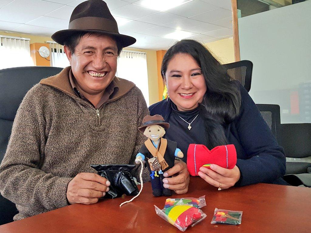 Rafael Quispe junto a la creadora del TataKen, Jessica Vargas
