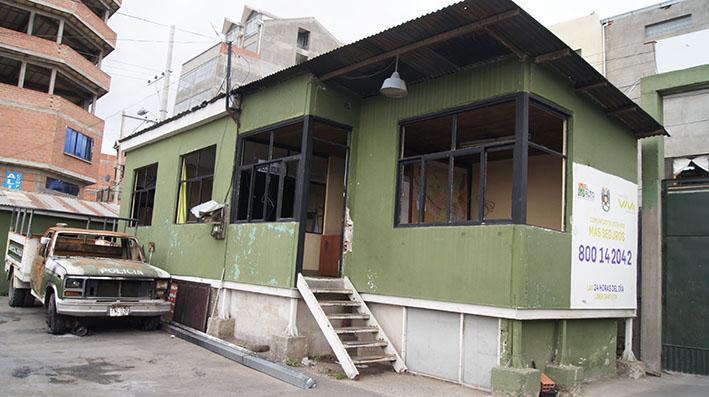 Comando policial El Alto recibe ayuda de vecinos de la zona Bolívar B